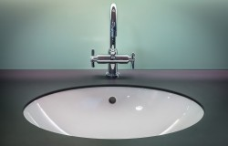 Helpstar рассказывает как ухаживать за различными покрытиями стен в ванной